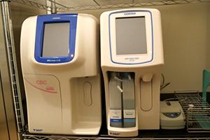 血液検査(血球計測装置・CRP測定装置)